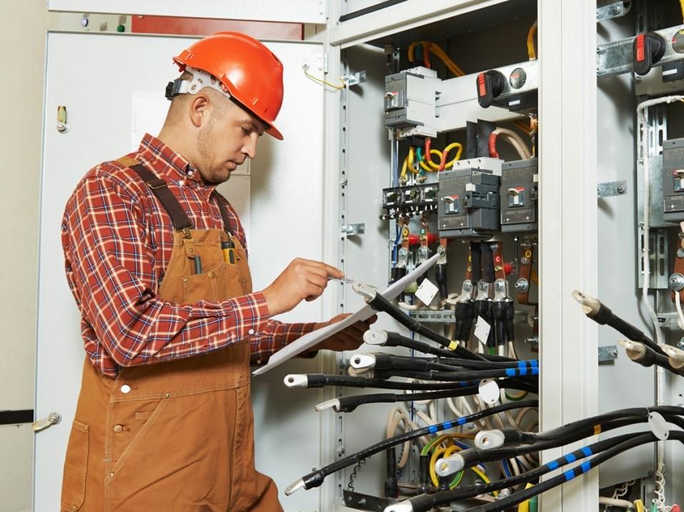 Устройство и безопасная эксплуатация электроустановок напряжением до 1000В. Электробезопасность IV группа.