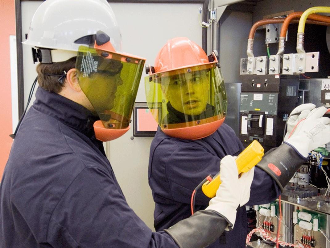 Устройство и безопасная эксплуатация электроустановок напряжением до 1000В. Электробезопасность V группа.